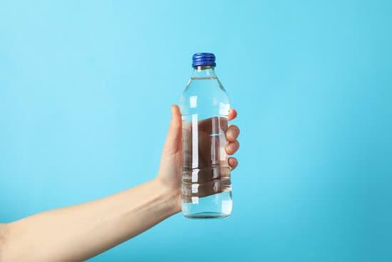 Une bouteille d'eau à porté de main